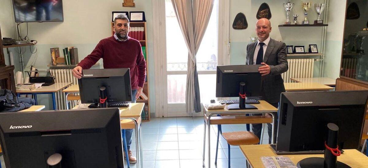 """Articolo del Resto del Carlino del 27.2.2021 """"Labour Consulting dona sei personal computer all'Istituto S. Orsola"""" di Guastalla (RE)"""""""